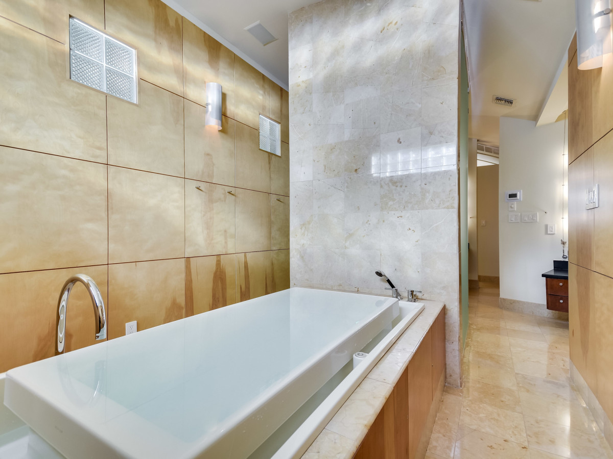 23 Oak Hill San Antonio house for sale bathroom