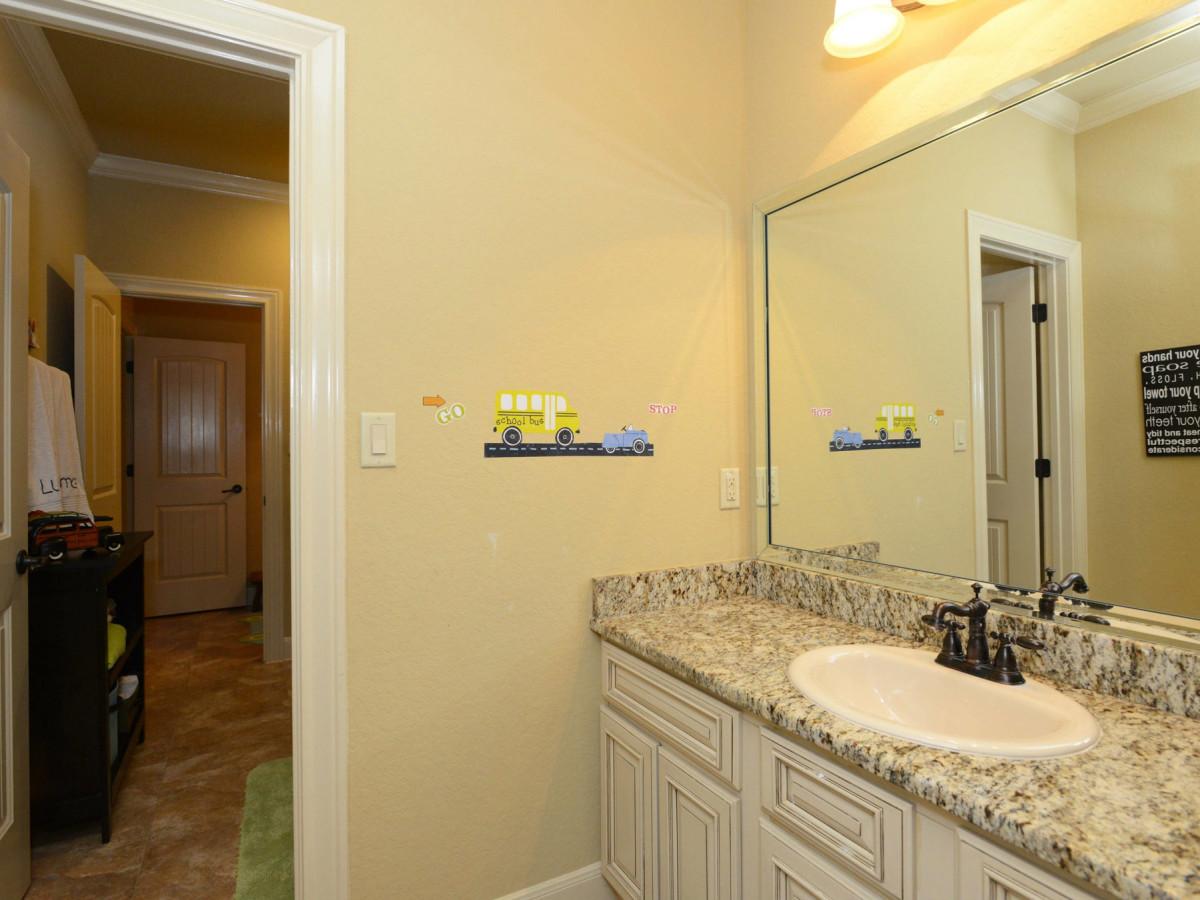 7111 Bethencourt San Antonio house for sale bathroom