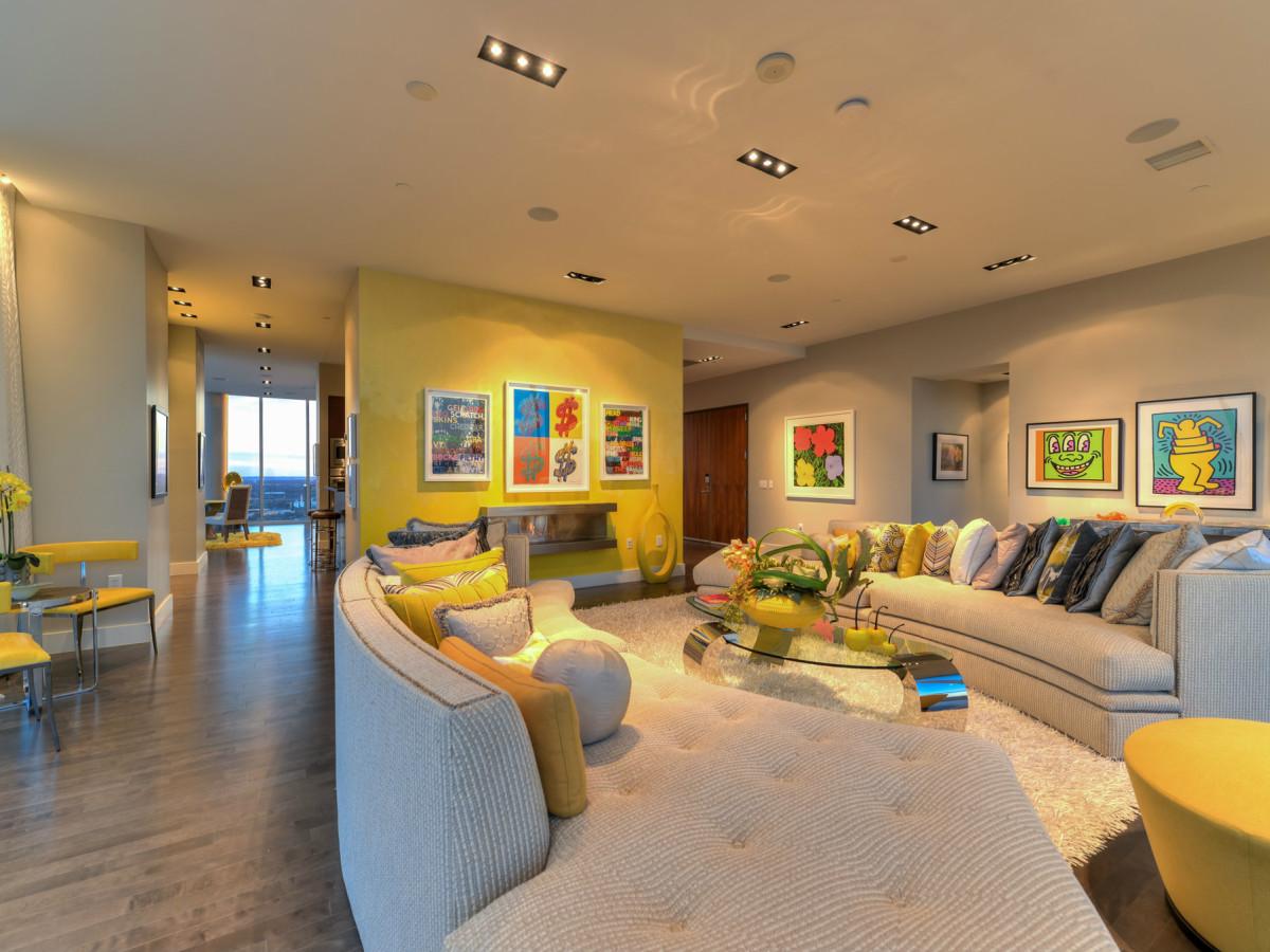 610 Market St San Antonio condo for sale living room