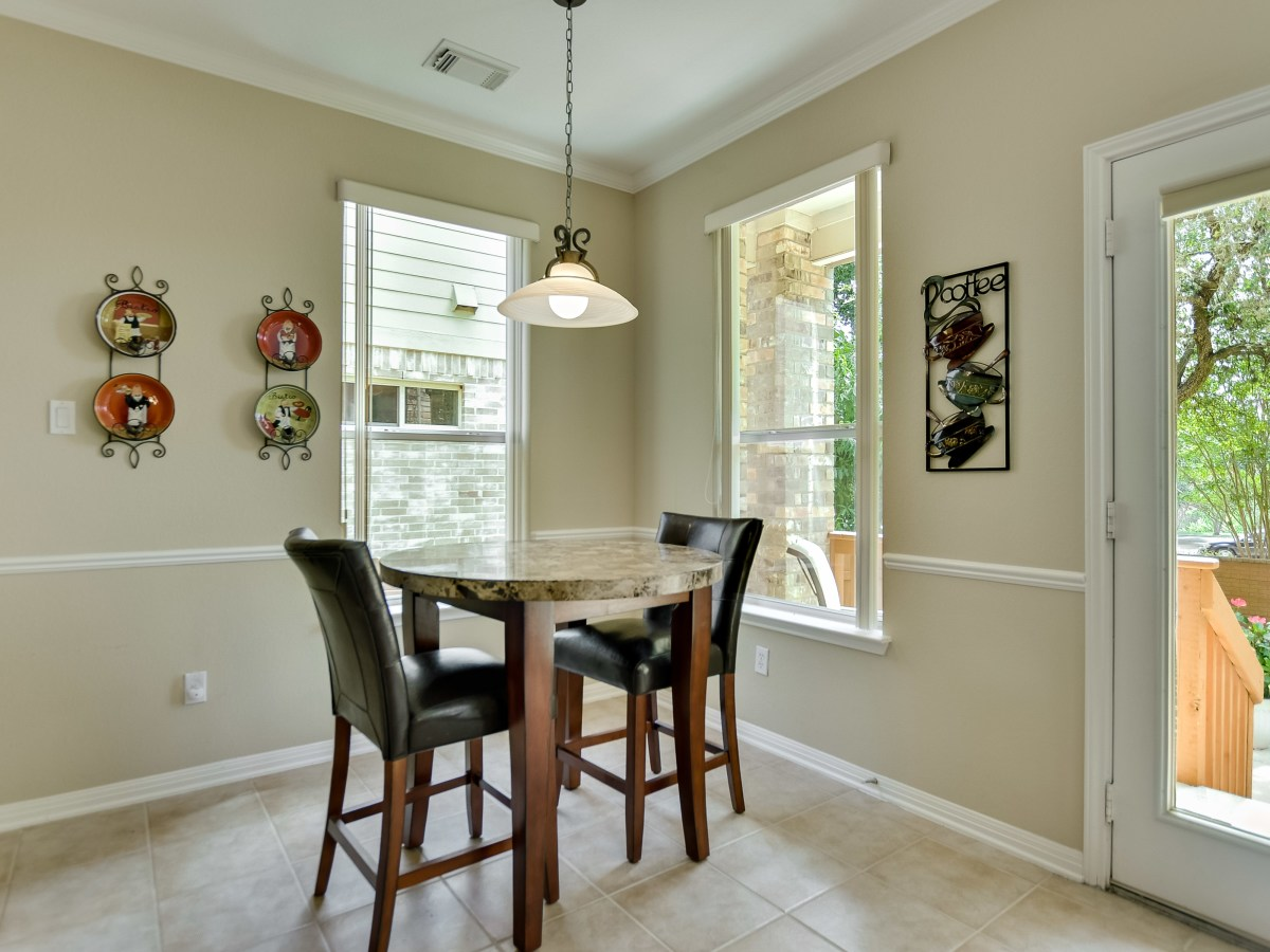 9013 Sautelle Austin house for sale breakfast nook