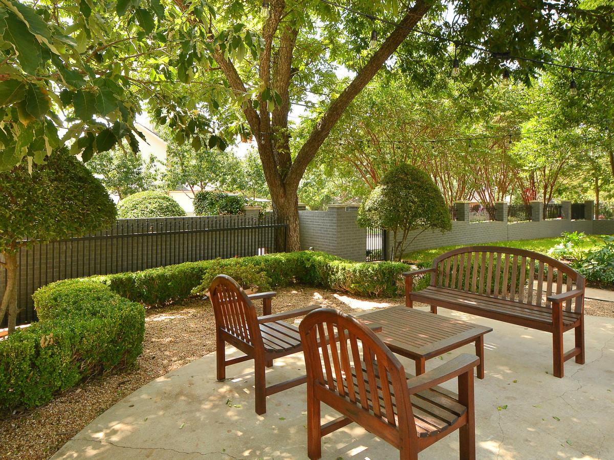 2200 Bowman Austin house for sale backyard