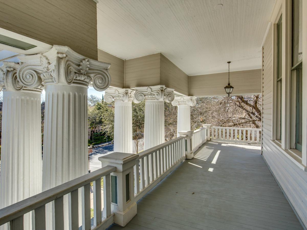 415 French Pl San Antonio house for sale balcony