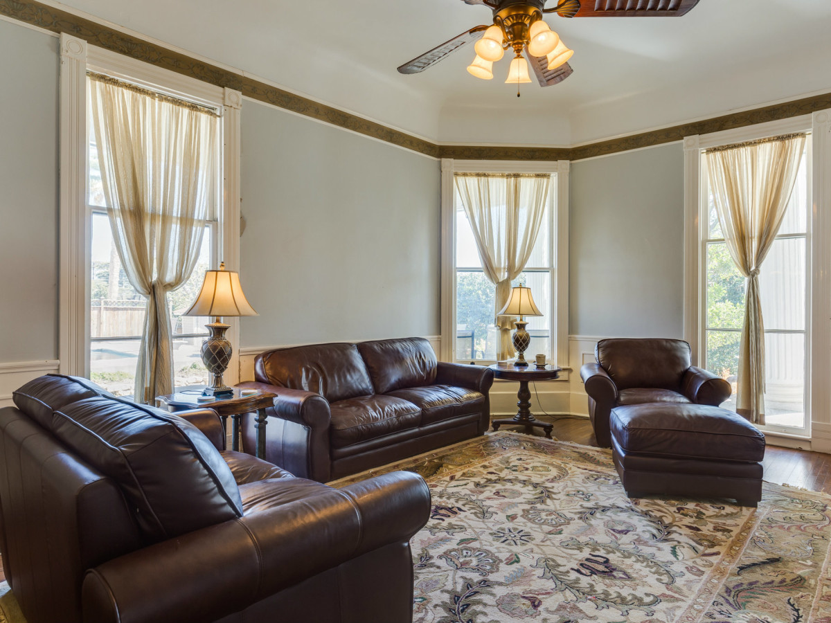 415 French Pl San Antonio house for sale living room