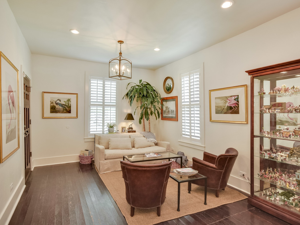 423 Queen Anne San Antonio house for sale living room