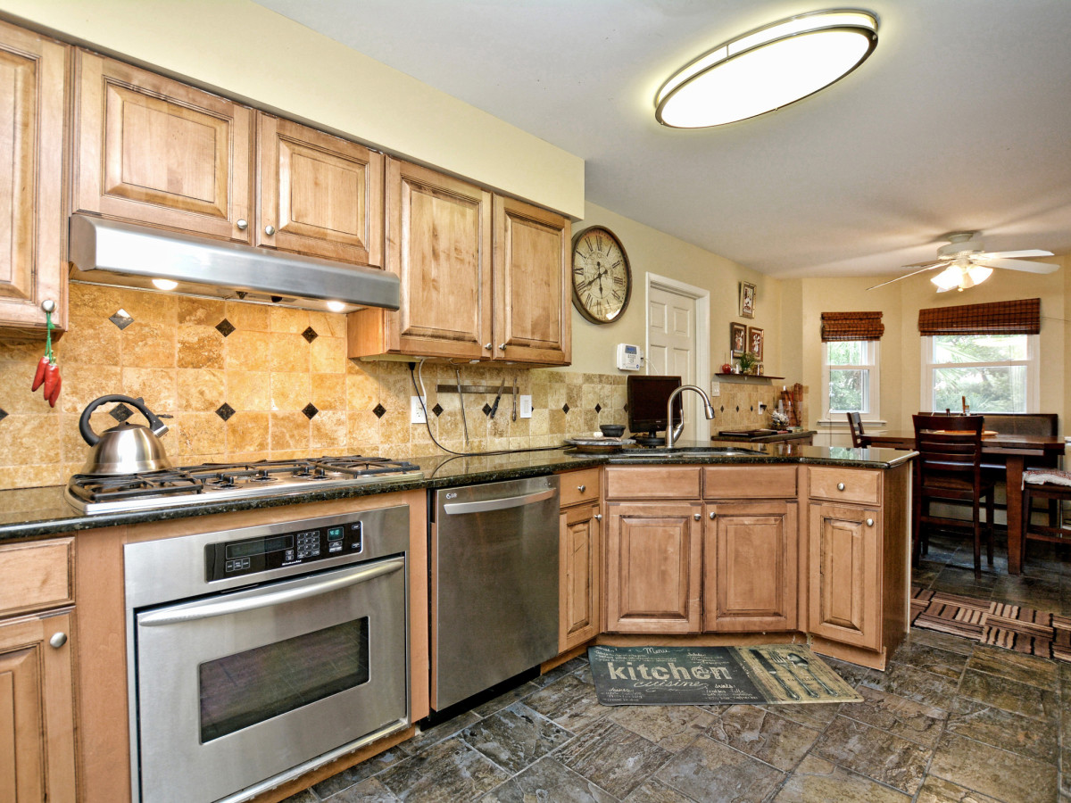 227 Treasure Way San Antonio house for sale kitchen