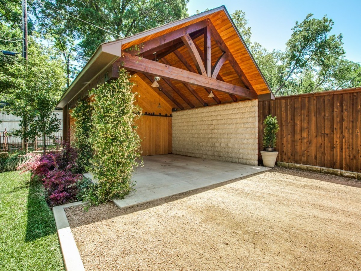 6932 Santa Monica Drive Dallas house for sale backyard