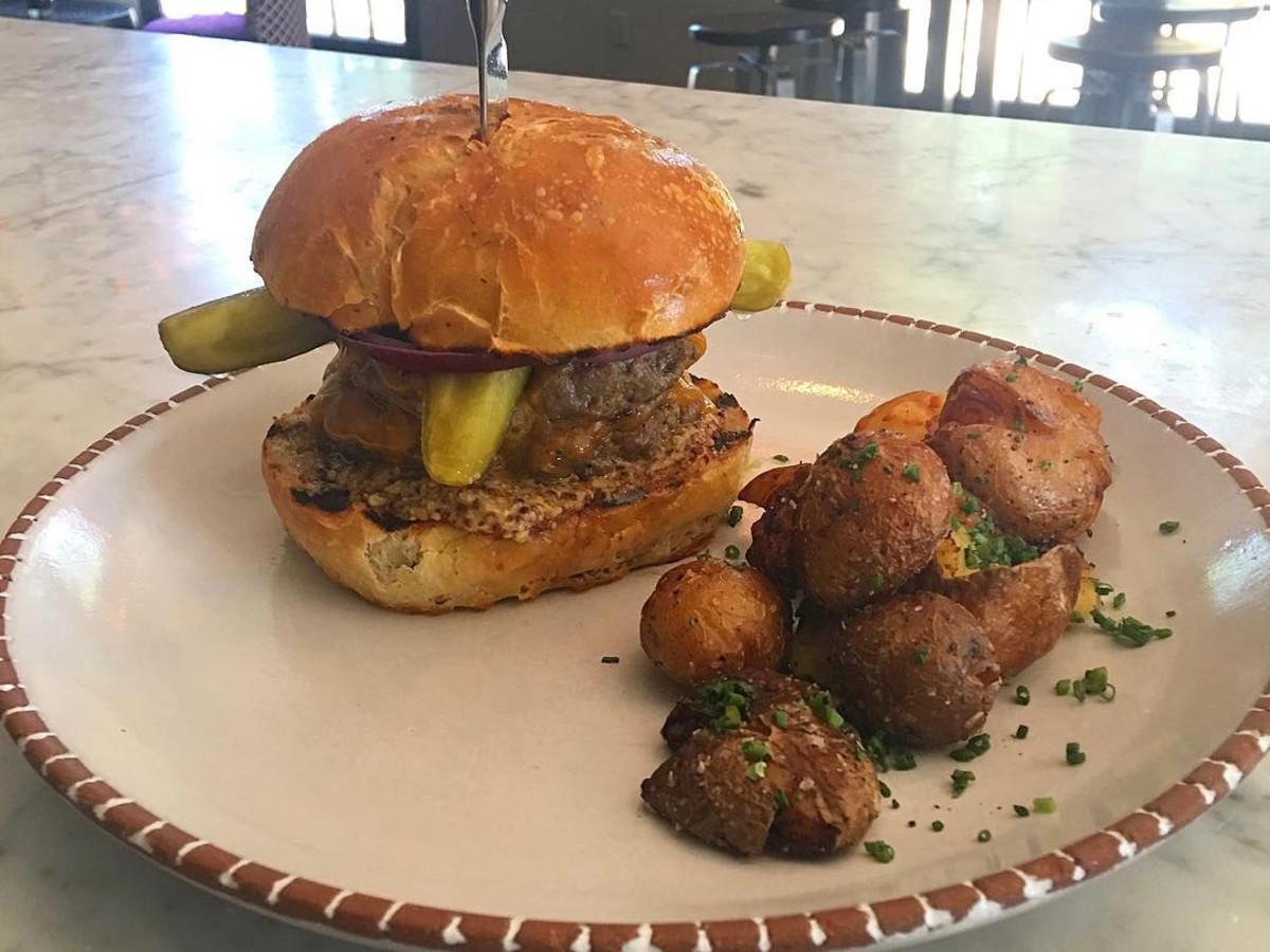 Zimm's burger Pax Americana