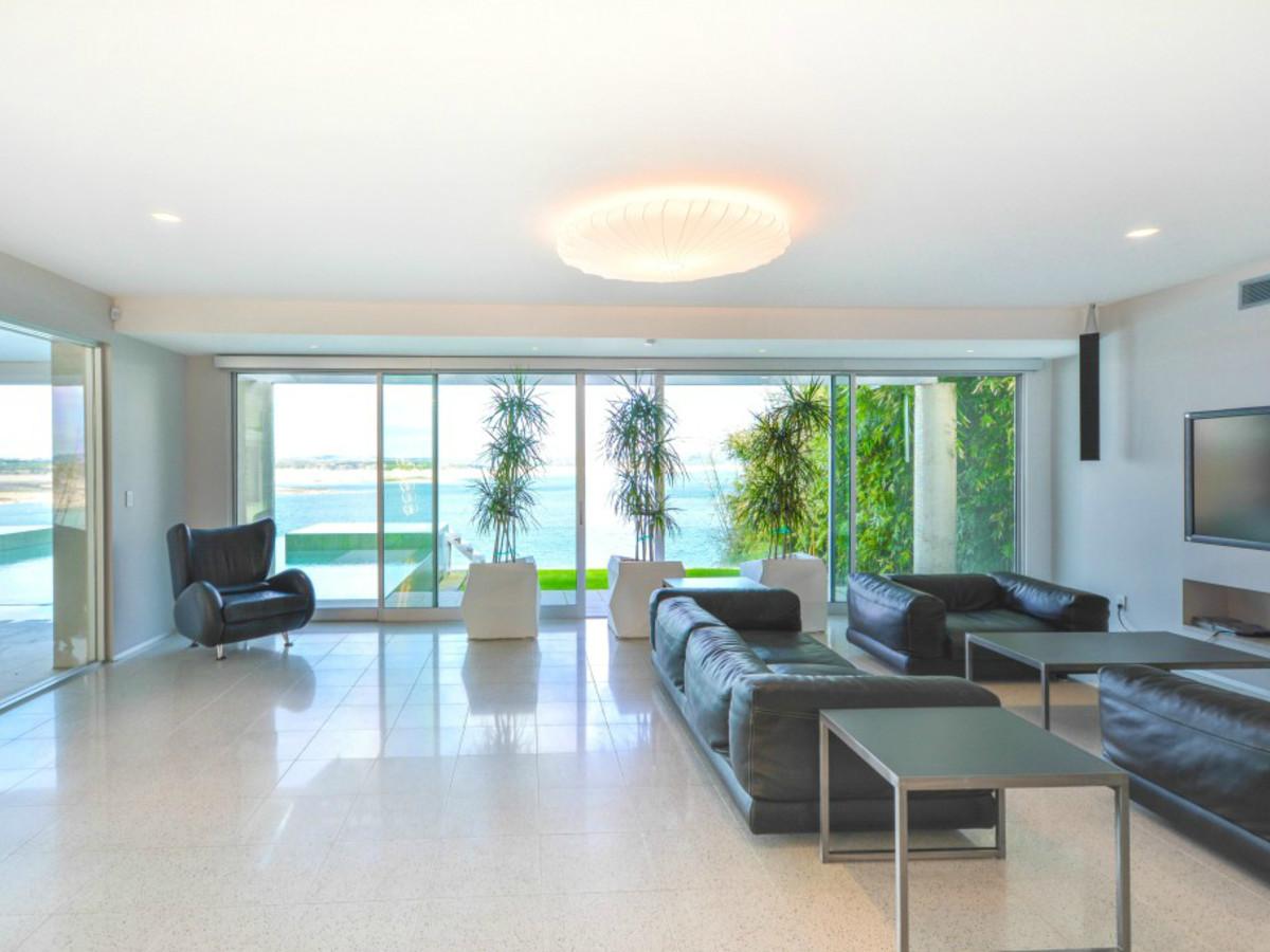 Austin house home Acqua Villa Winn Wittman Lake Travis 14515 Ridgetop Terrace 78732 guest living room