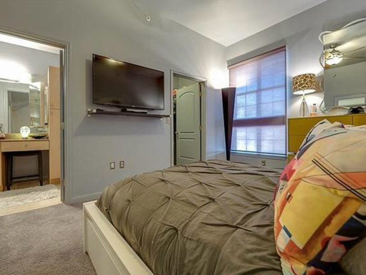 3225 Turtle Creek Blvd bedroom