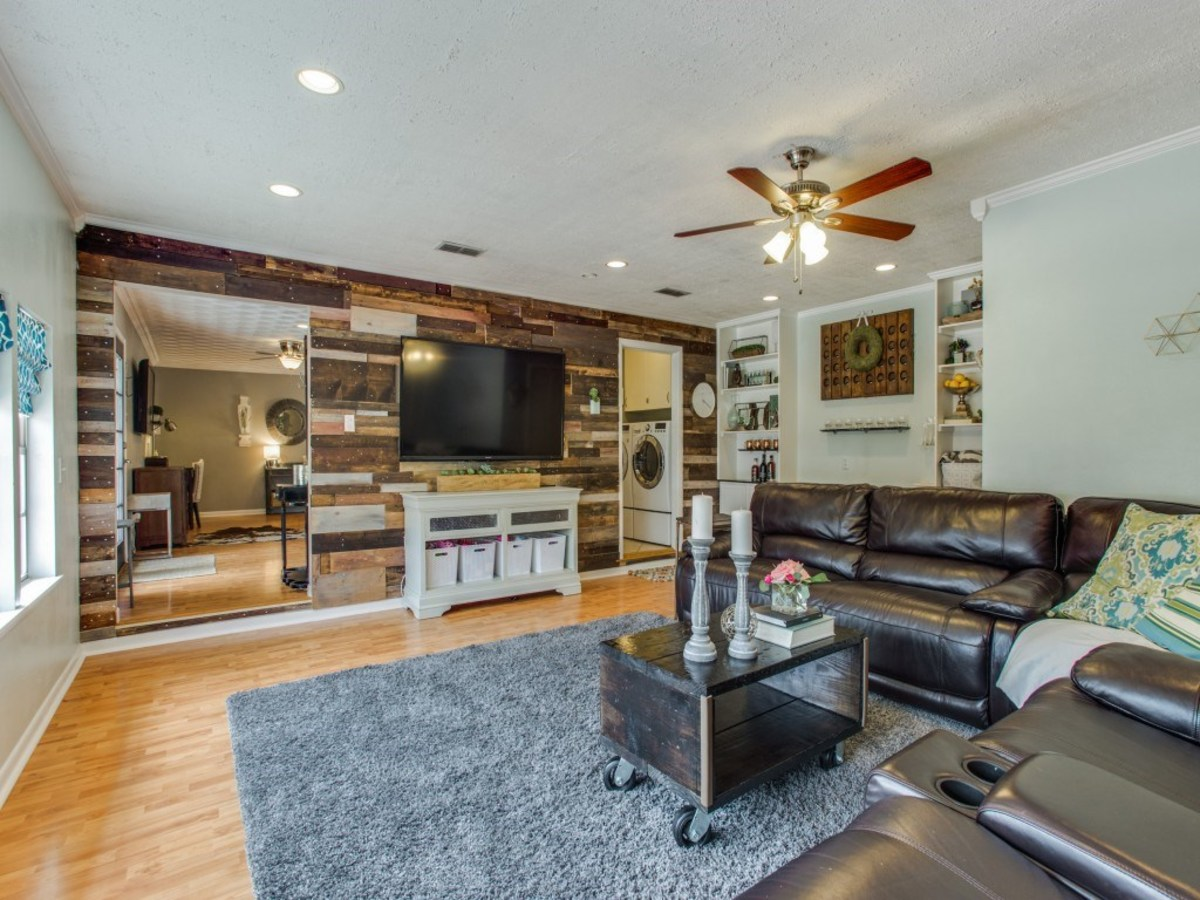 2421 Springhill Dr. living room