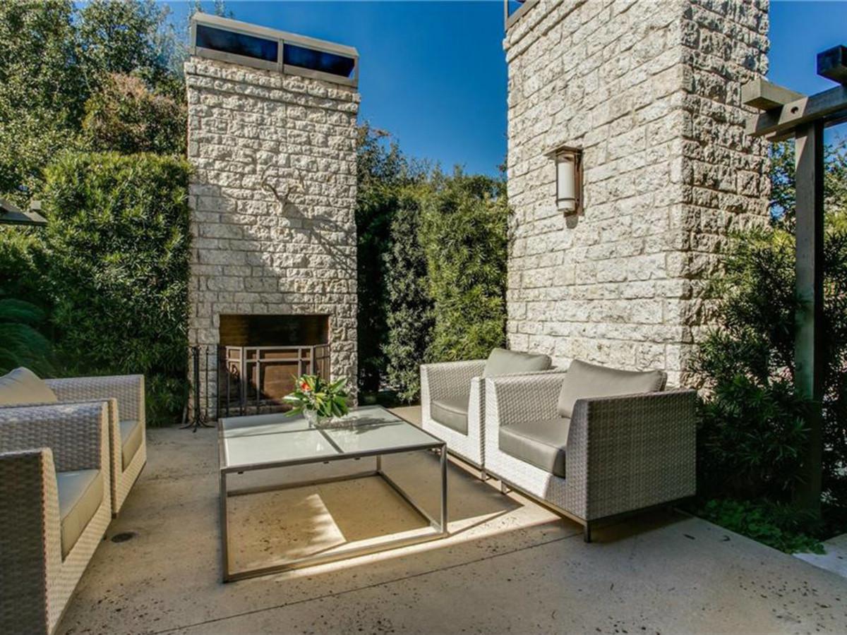 5535 Hanover patio