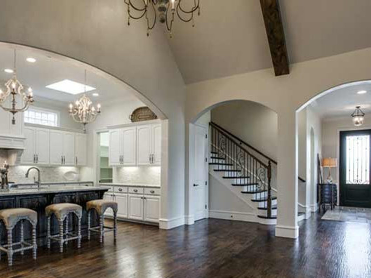Open floorplan kitchen and foyer