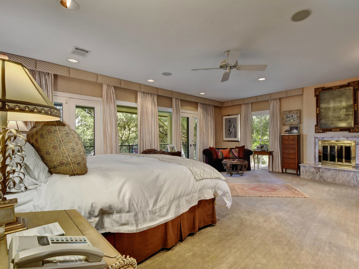 Austin house home Tarrytown 2610 Kenmore Court Ben Crenshaw February 2016 master bedroom