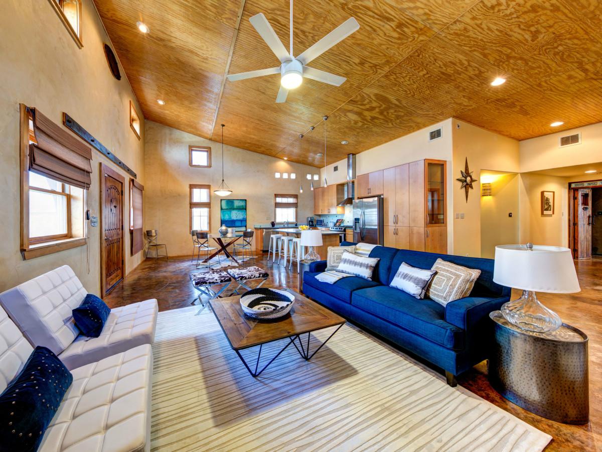 Austin home house 2105 E 9th St 78702 January 2016 living kitchen