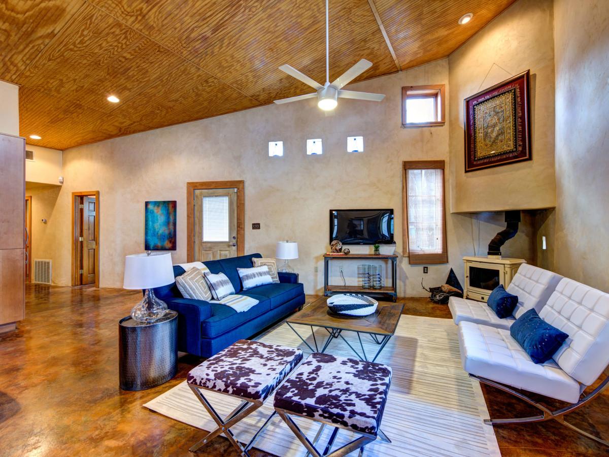 Austin home house 2105 E 9th St 78702 January 2016 living