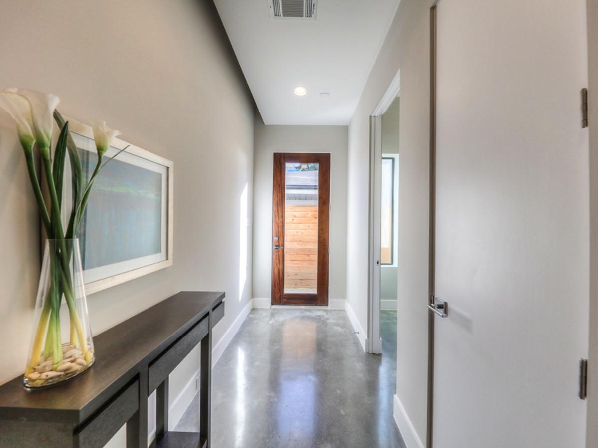 2612 Westgate OTM hallway