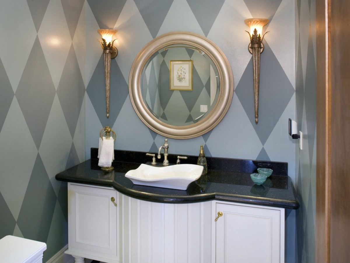 Art Deco wallpaper in bathroom