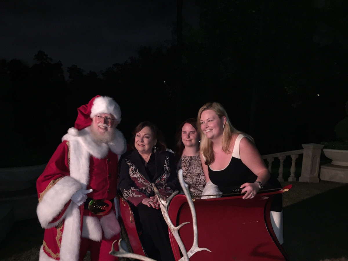 News, MD Anderson Santa's Elves, Dec. 2015, Rose Cullen and her granddaughters