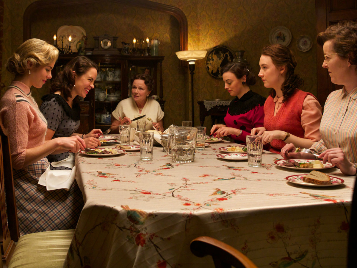 Saoirse Ronan and cast in Brooklyn