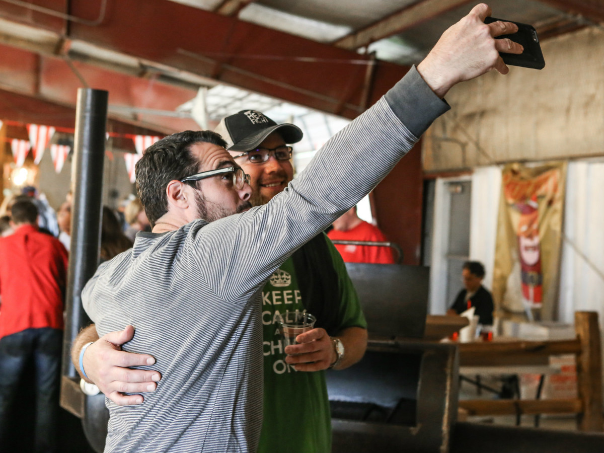 Aaron Franklin taking selfie with guest at Meat Fight 2015