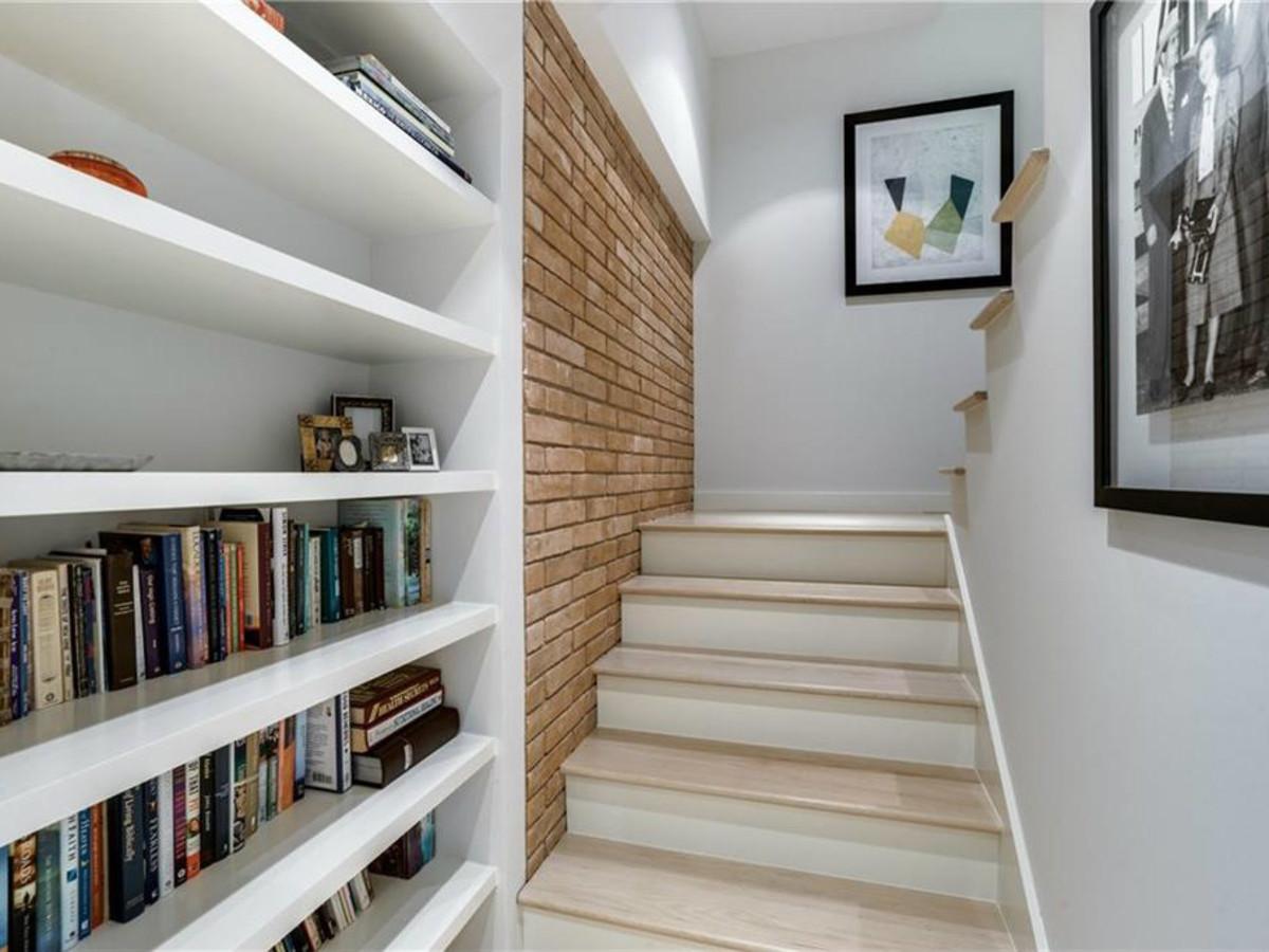 626 Rainbow Dr. stairway