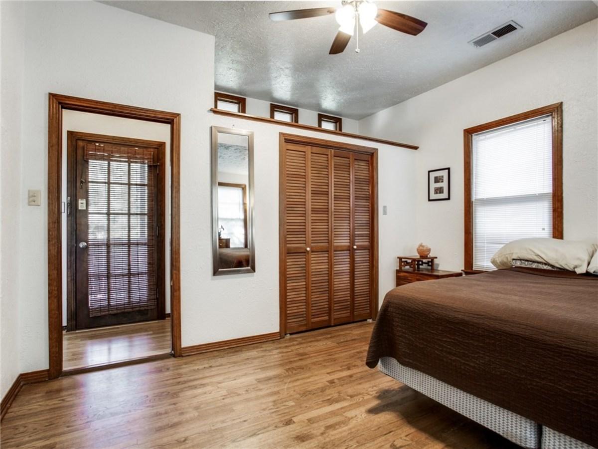 924 Lausanne Avenue Dallas home for sale master bedroom