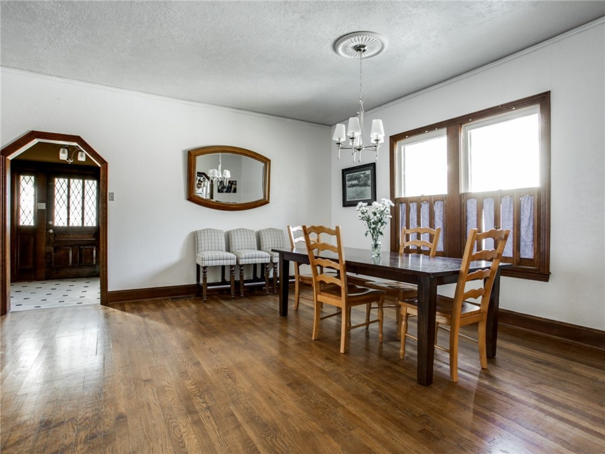 924 Lausanne Avenue Dallas home for sale dining room