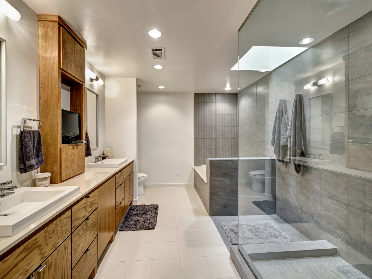 Houston, 1203 Berthea, September 2015, master bathroom