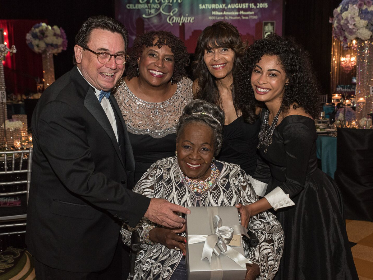 News, Shelby, Ensemble Theatre gala, Aug. 2015, Dan Domeracki, Eileen Morris, Janette Cosley, Katlynn Simone, seated Irma P. Hall