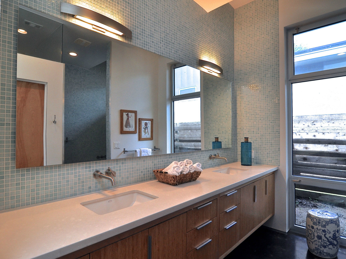 Austin home house 1011 E. 15th St. 78702 2015 master bathroom