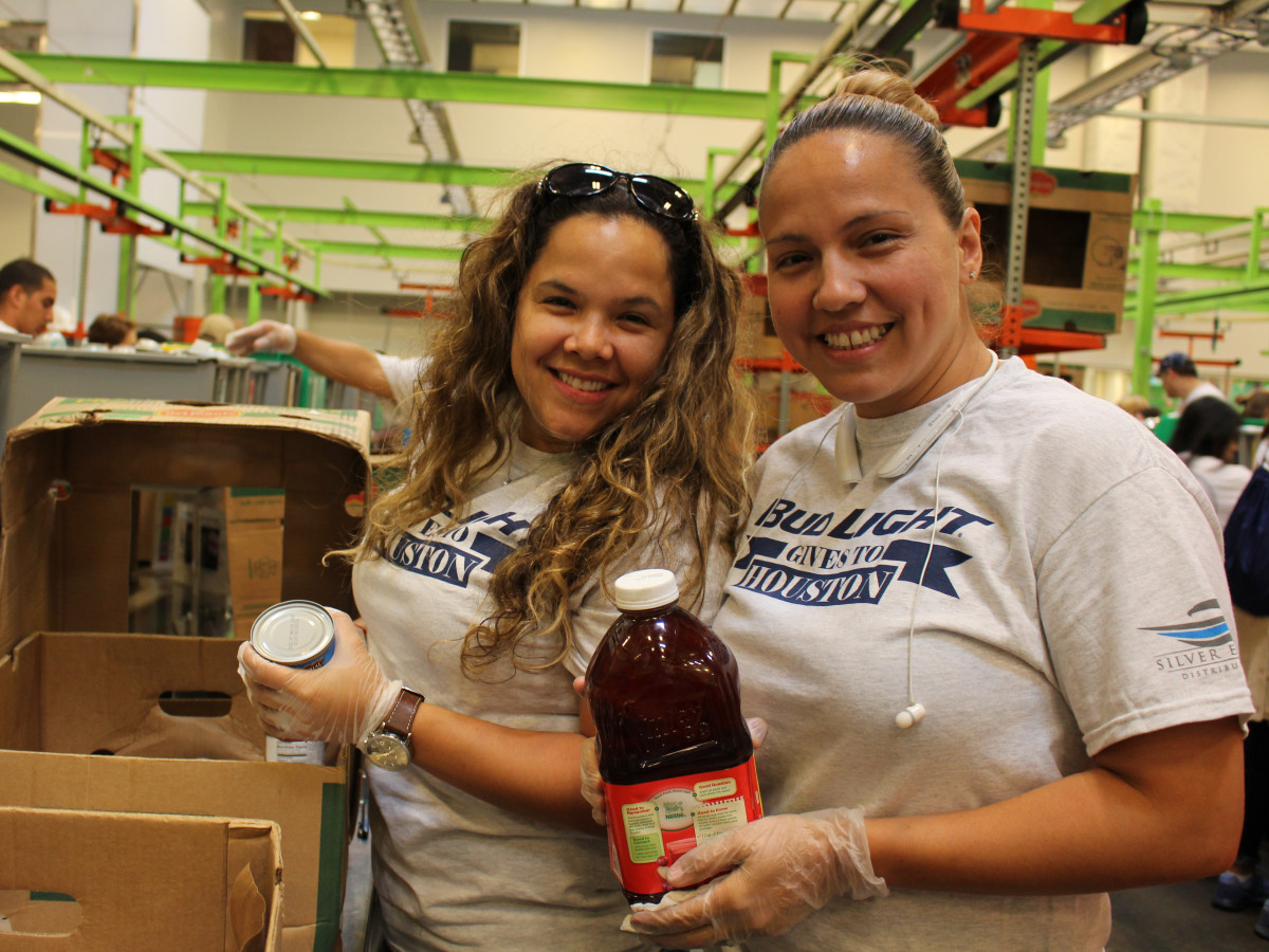News, Shelby, Silver Eagle Distributors at Food Bank, July 2015 , Elga Gonzalez, Emma Lopez