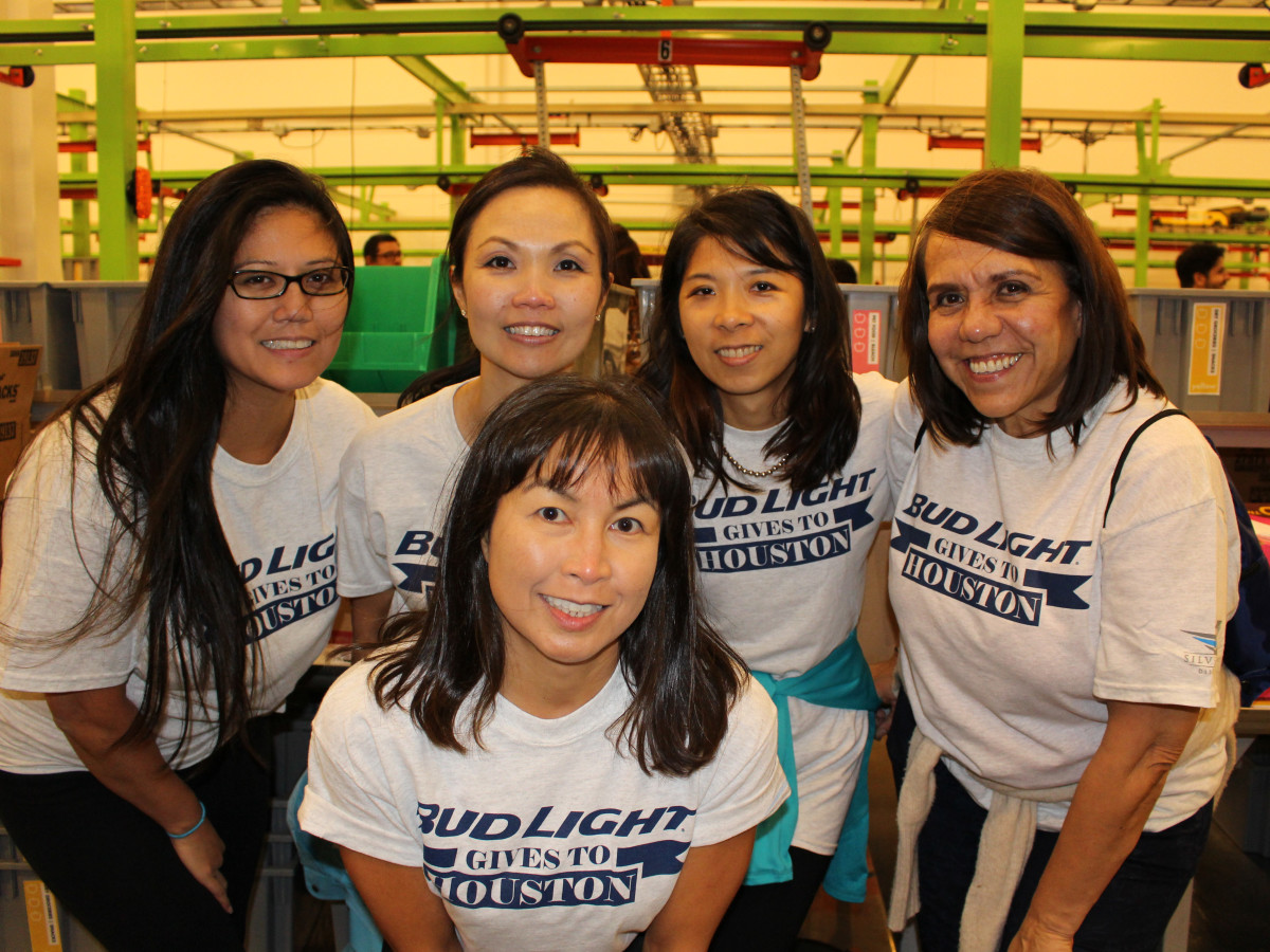 News, Shelby, Silver Eagle Distributors at Food Bank, July 2015 , Elaine Suere, Melissa Tansuche, Christine DeLeon, Yushan Chang, Patricia Priego
