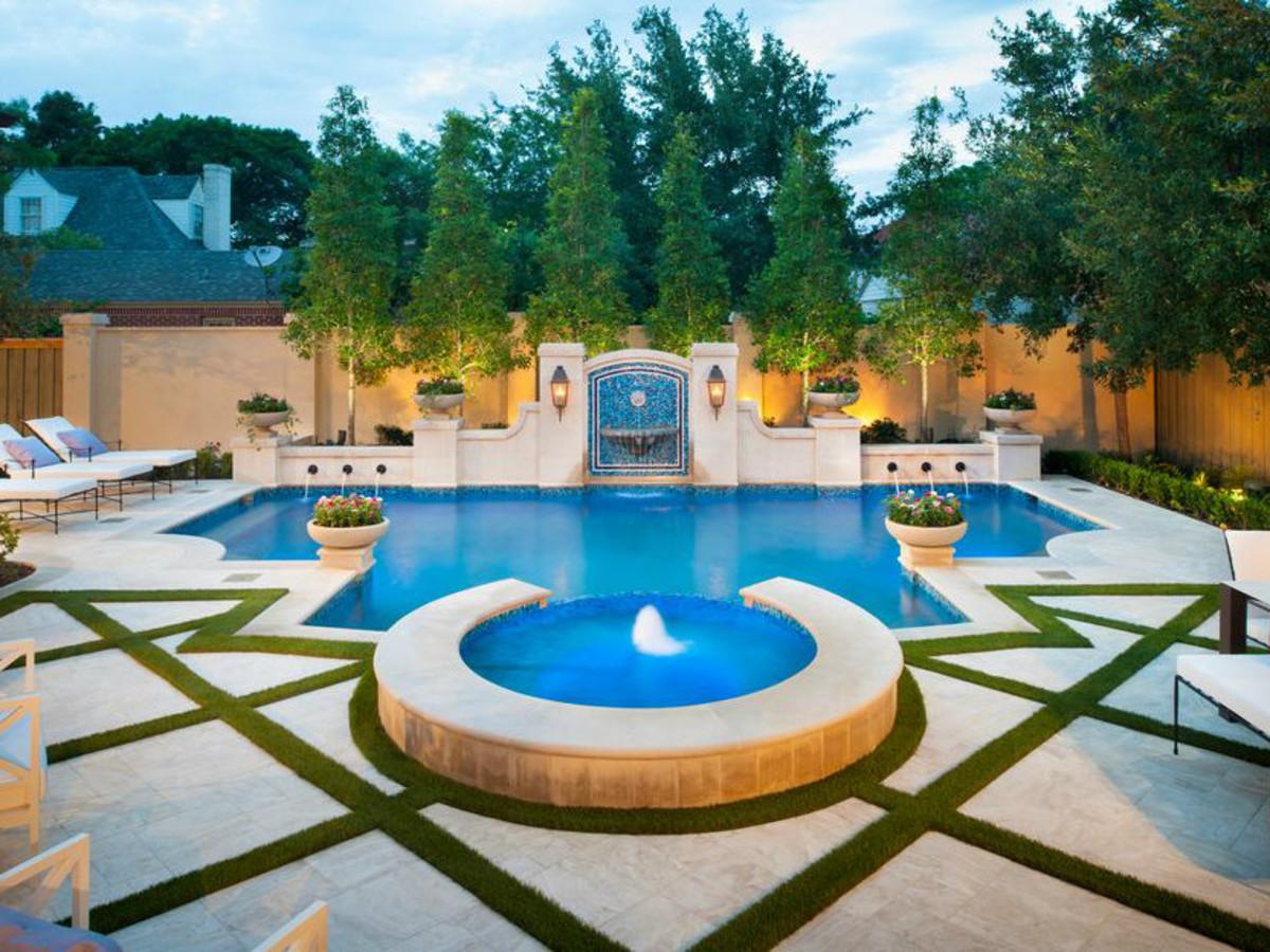 Dallas pool designed by Pool Environments Inc.
