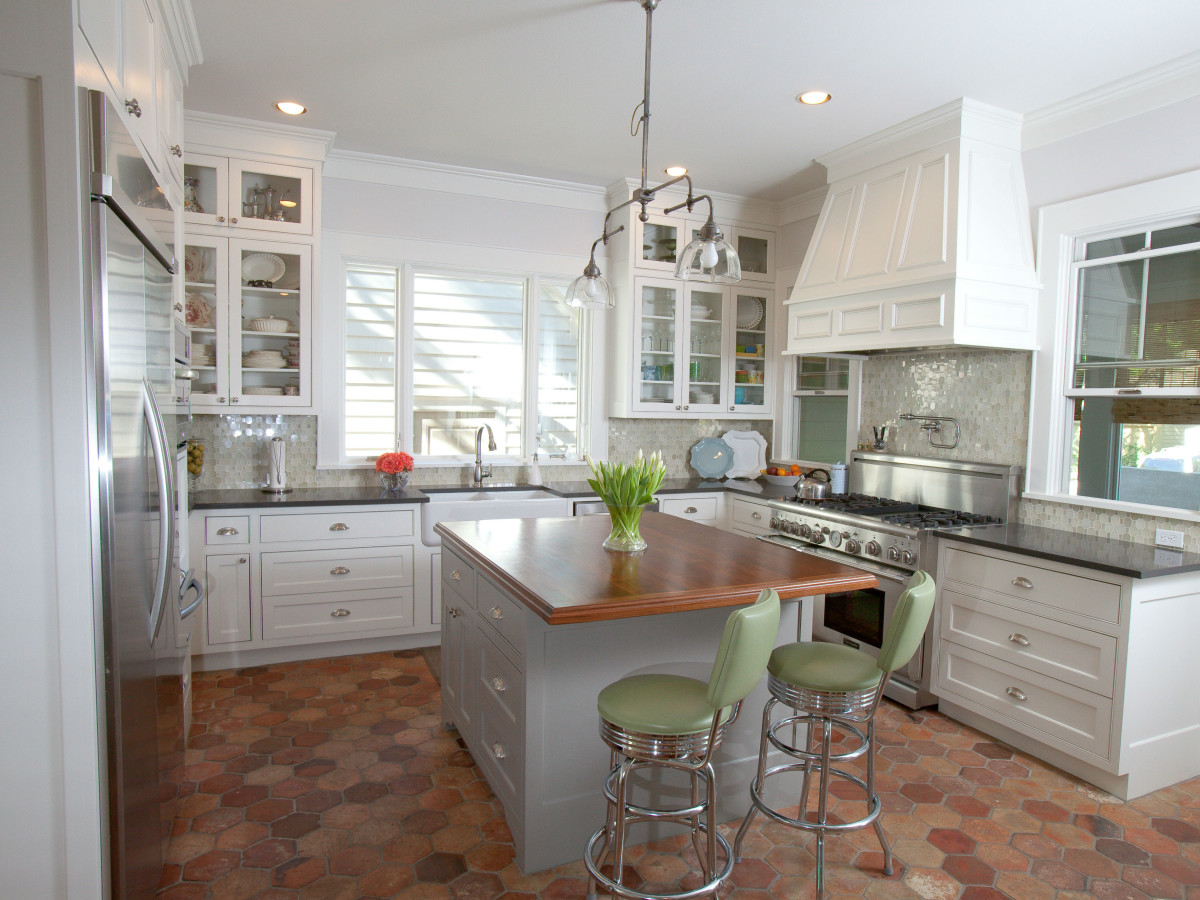 Porch.com_Austin kitchen_RisherMartin Fine Homes_white_2015