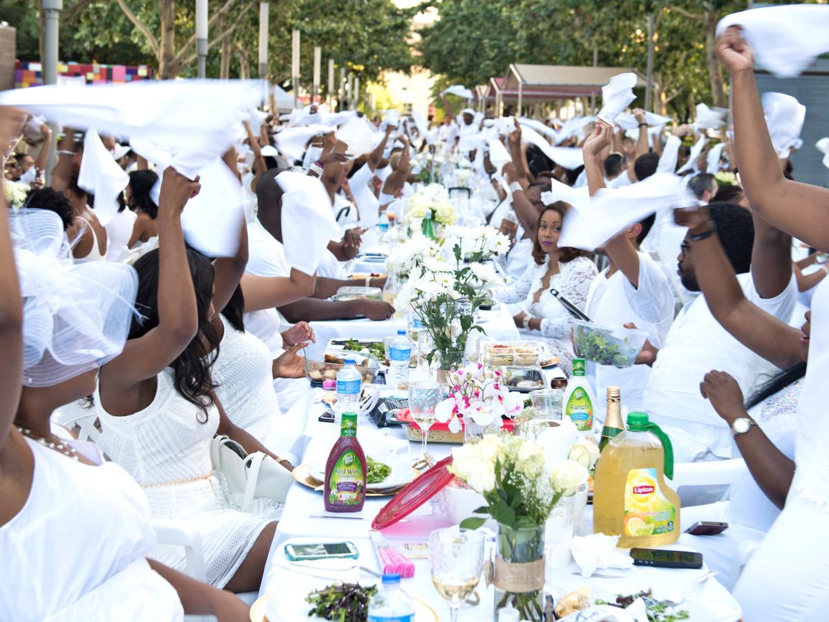 Houston, Diner en Blanc, June 2015, wave white cloth napkins