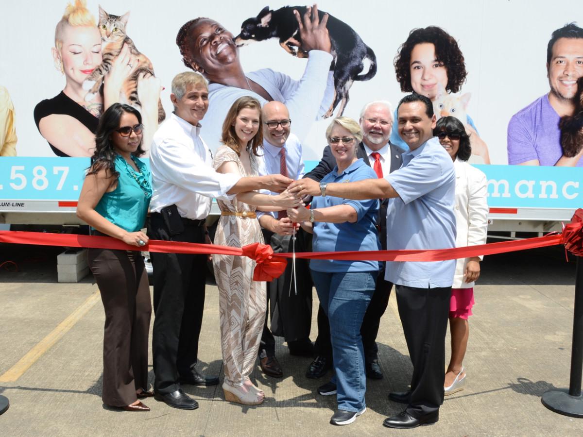 Emancipet Houston ribbon cutting Annise Parker