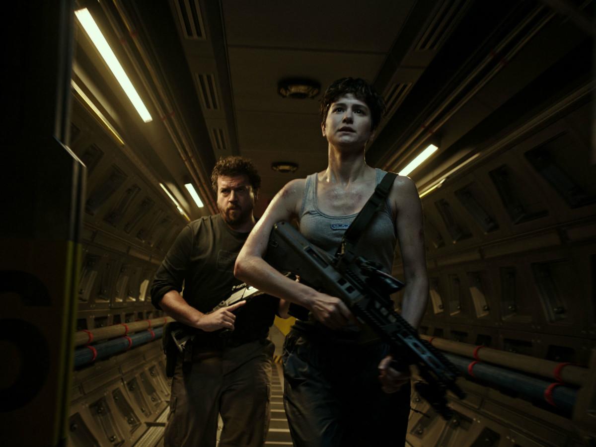 Danny McBride and Katherine Waterston in Alien: Covenant
