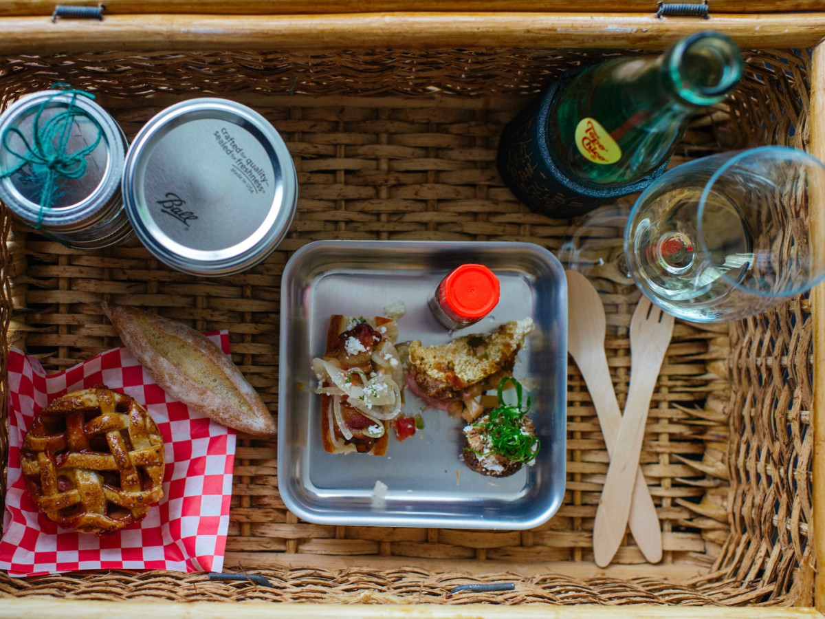 Cochon 555 State of Grace picnic basket dishes