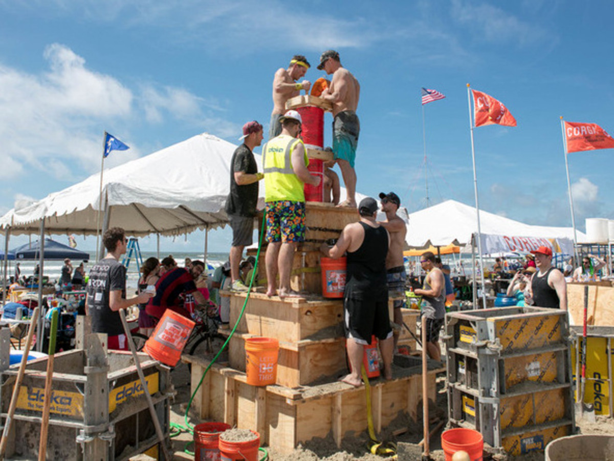 Houston, Houzz series, June 2017, Sandcastle contest, teams building sand castles