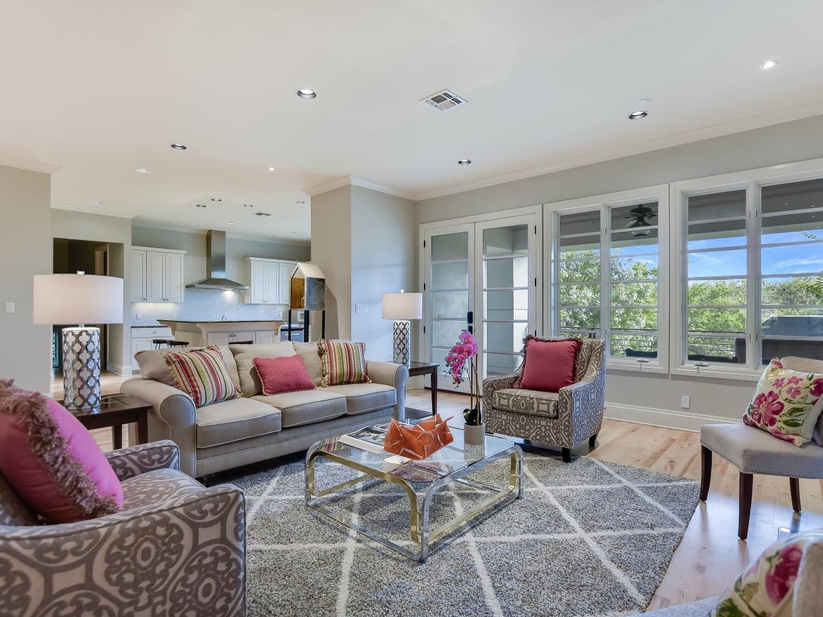 723 Elizabeth San Antonio house for sale living room