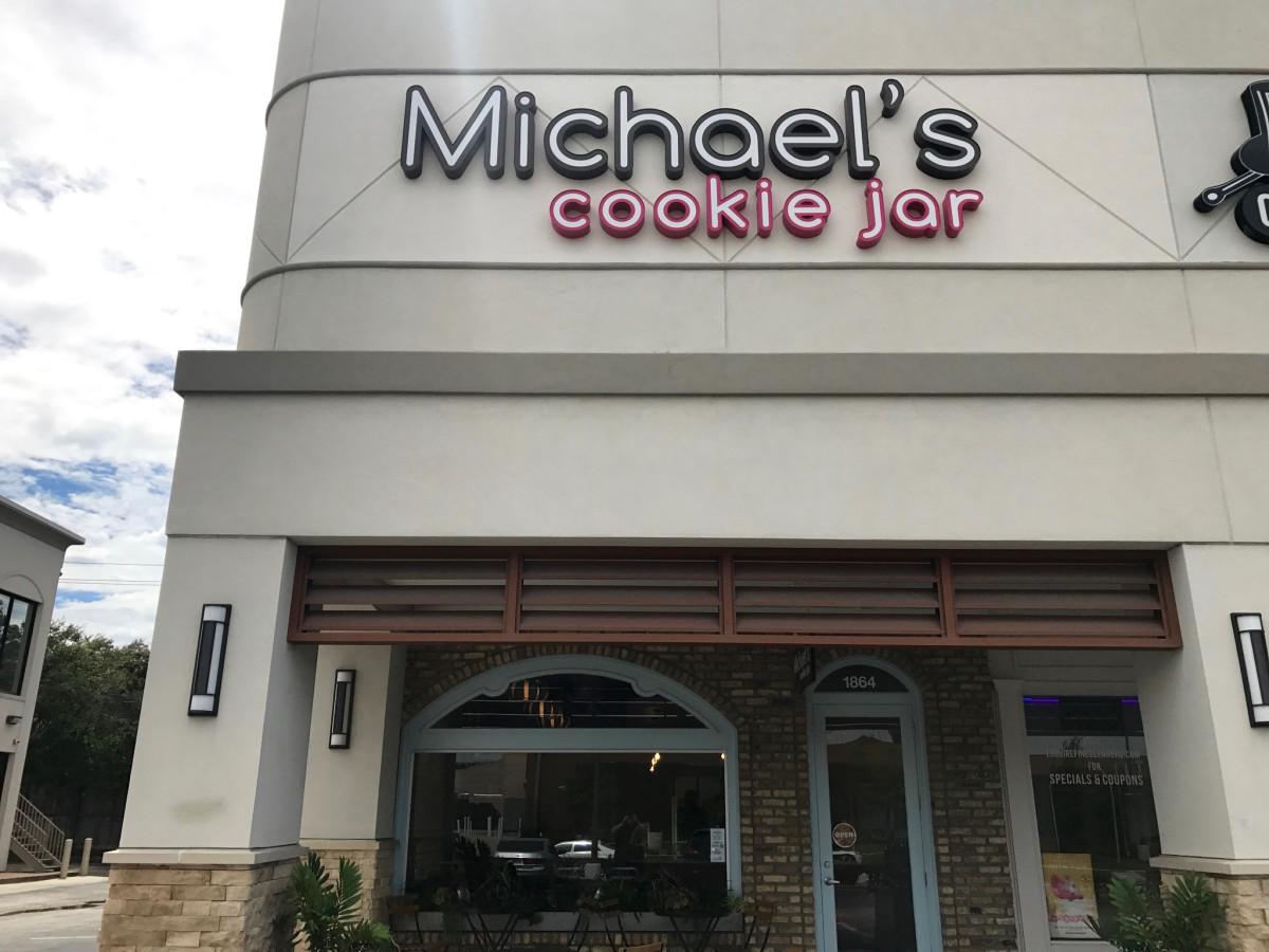 Michael's Cookie Jar Briargrove exterior