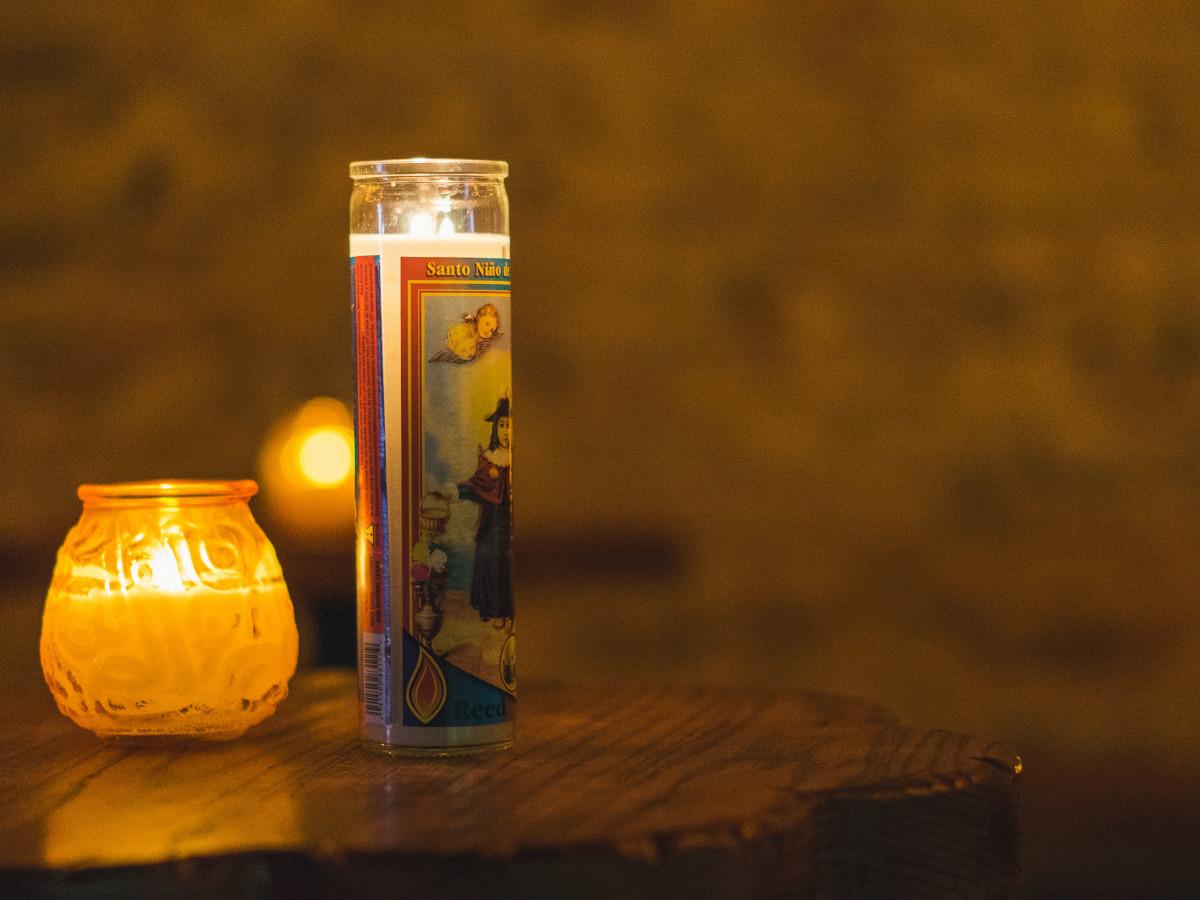 Las Perlas Austin candle detail