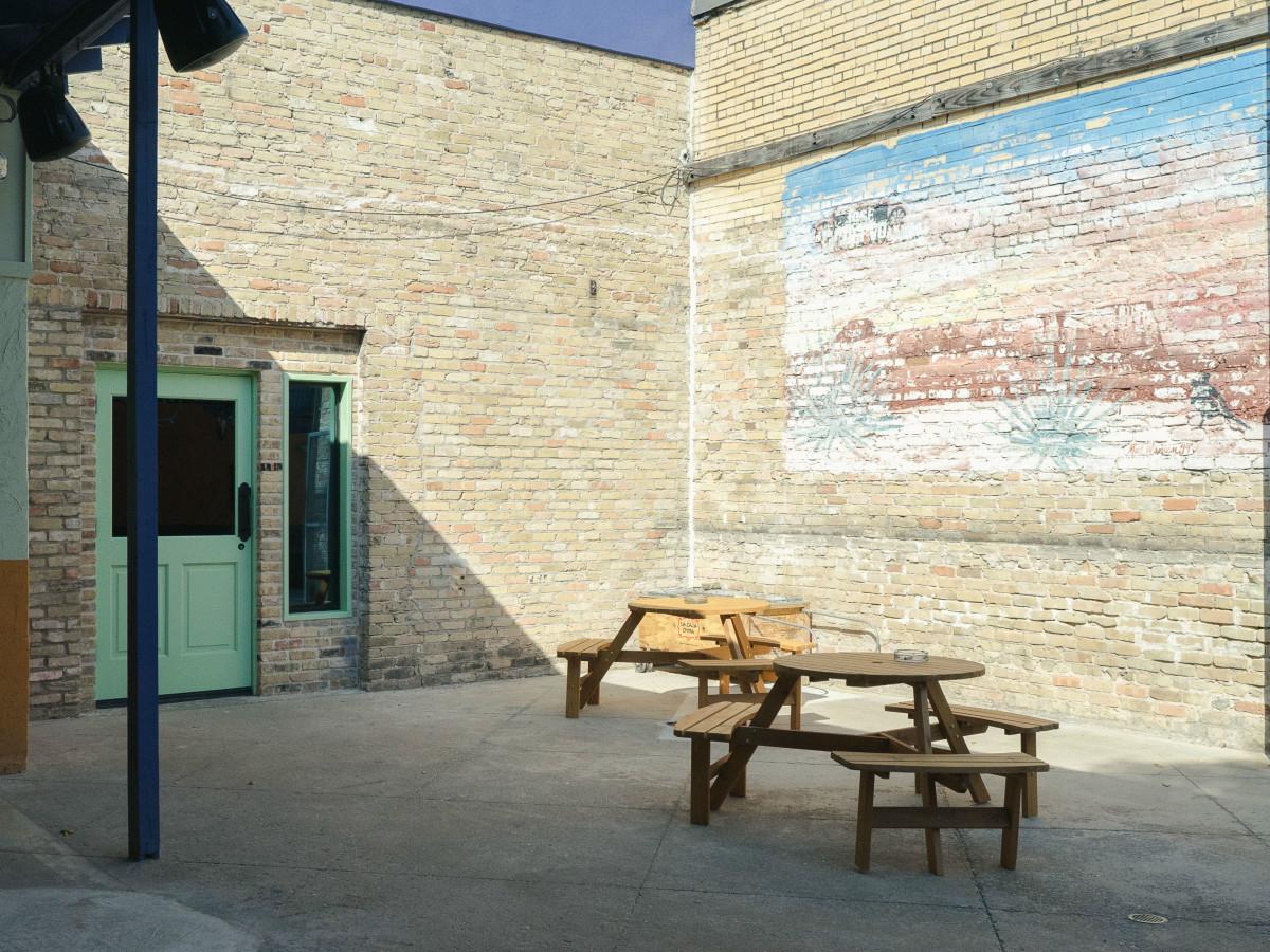 Las Perlas Austin patio
