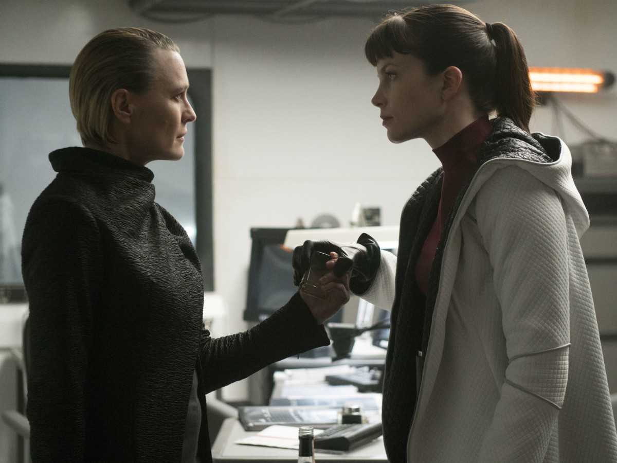 Robin Wright and Sylvia Hoeks in Blade Runner 2049