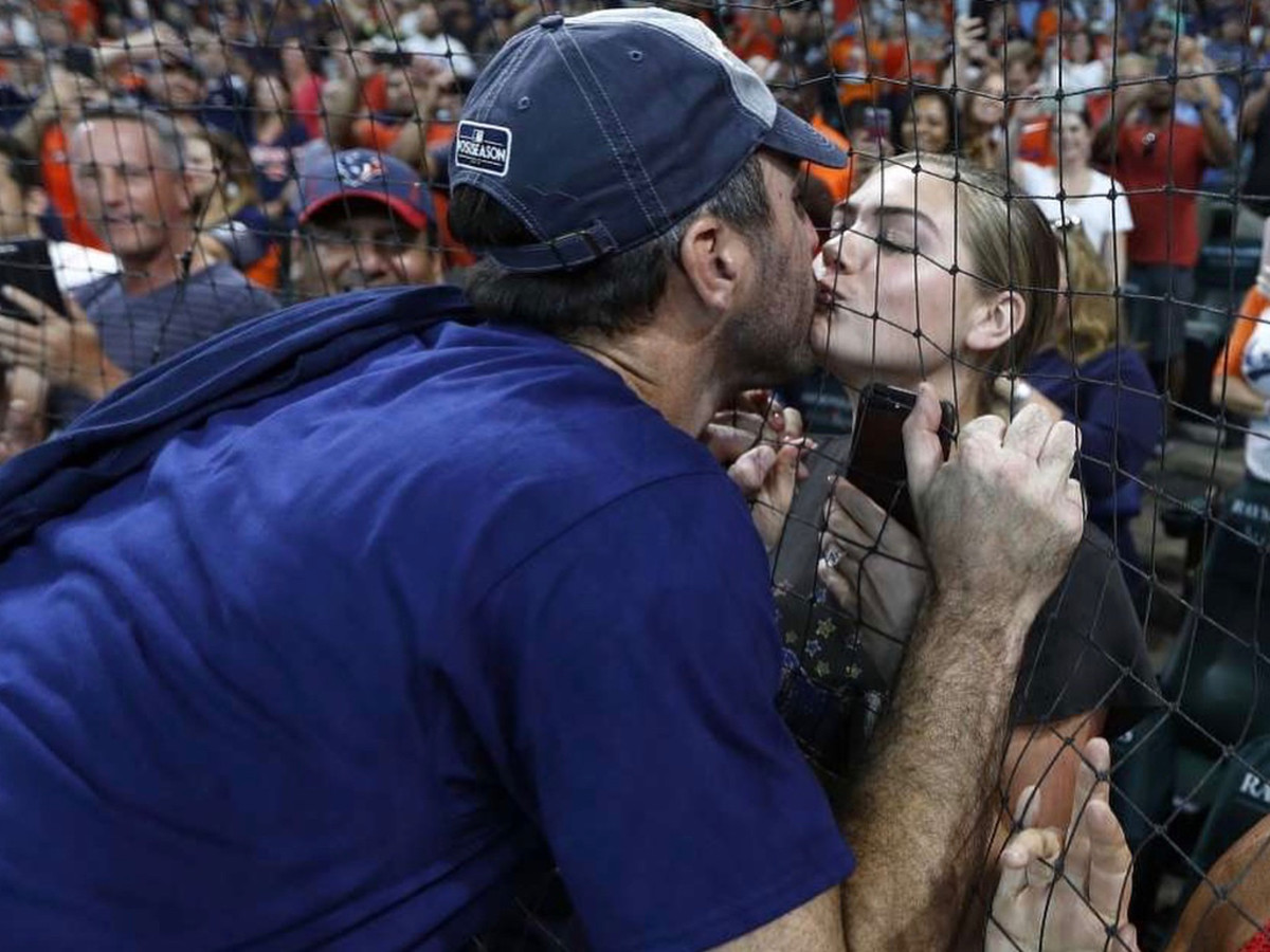 Kate Upton kissing Justin Verlander
