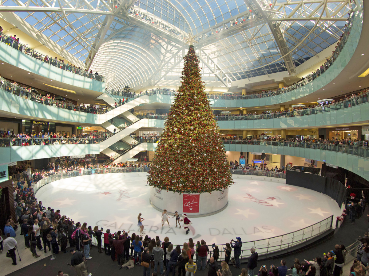 Christmas Tree at Galleria Dallas ice skating