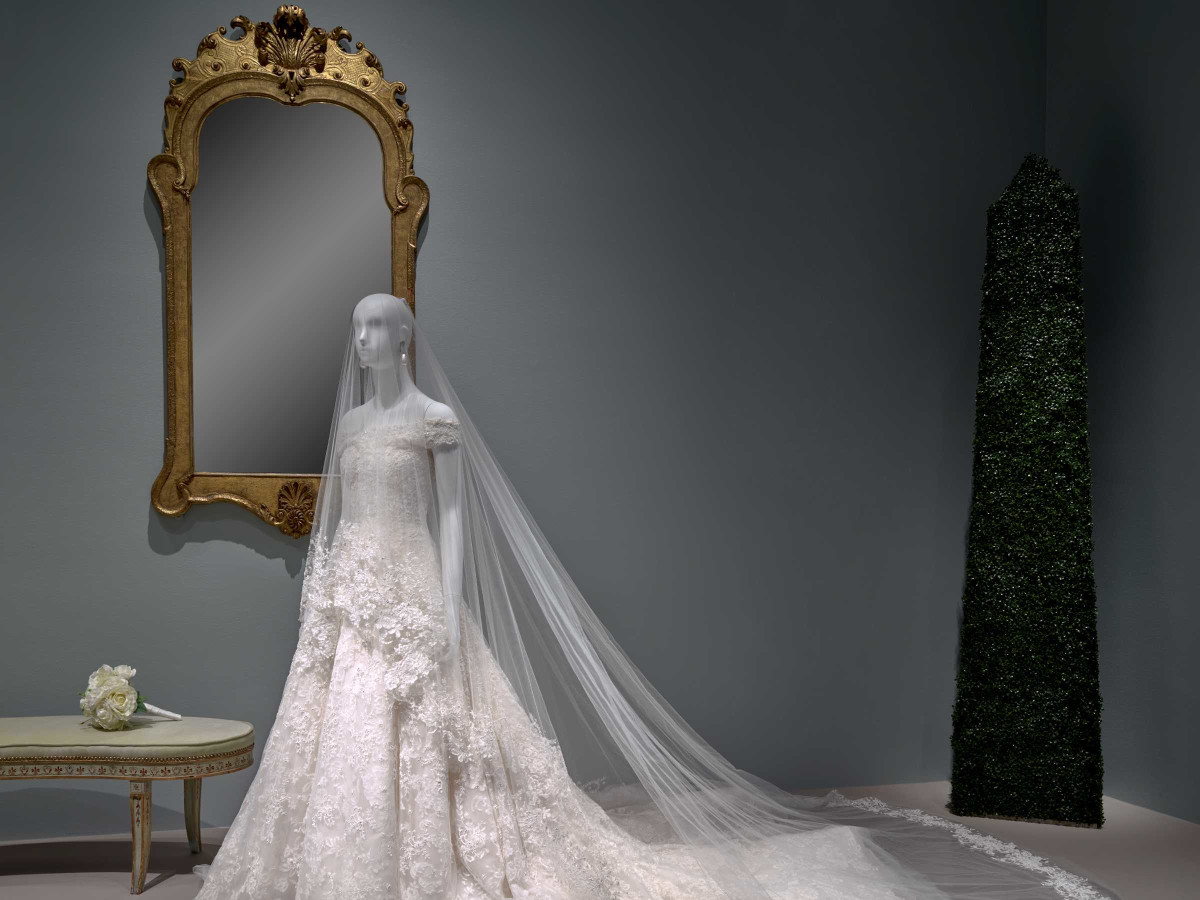 Oscar de la Renta MFAH exhibition Amal Clooney wedding gown