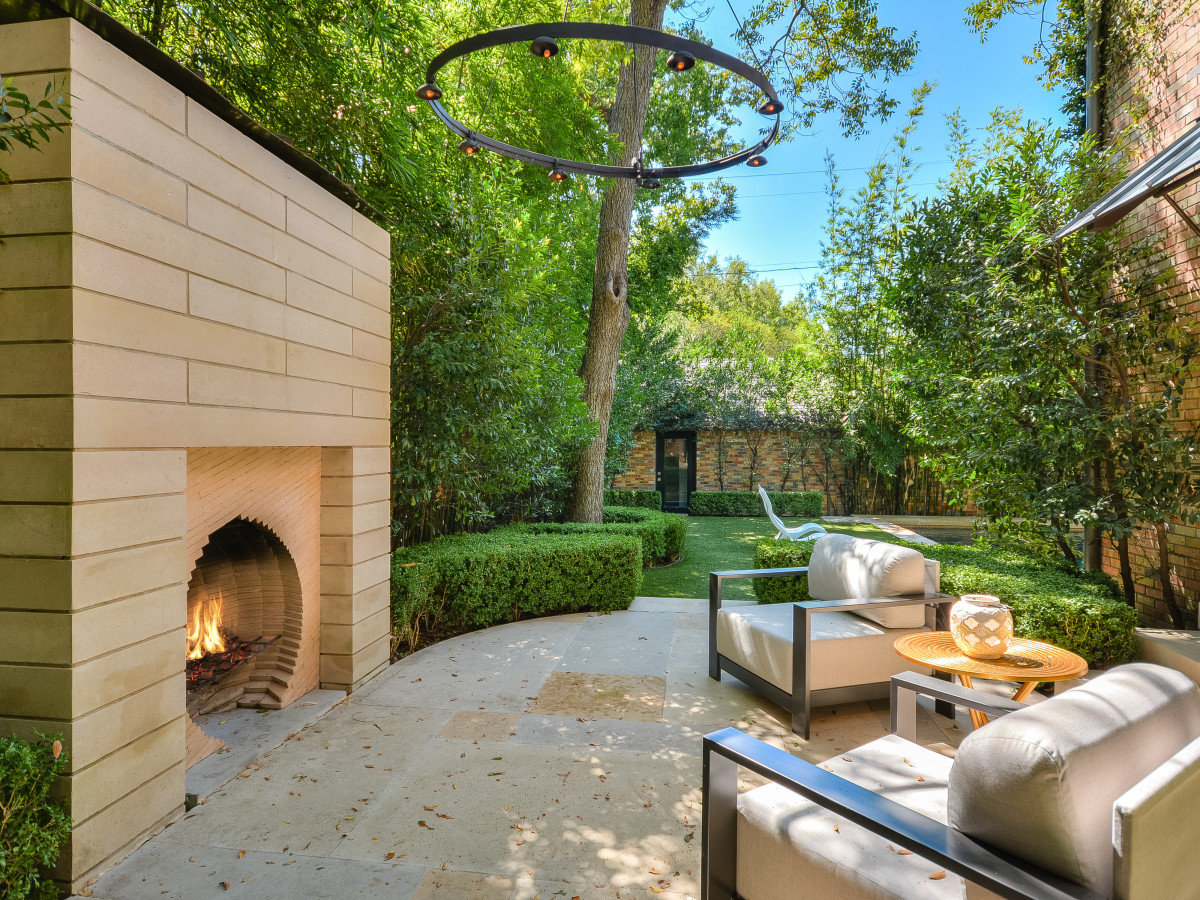 1625 Watchhall Austin house for sale backyard