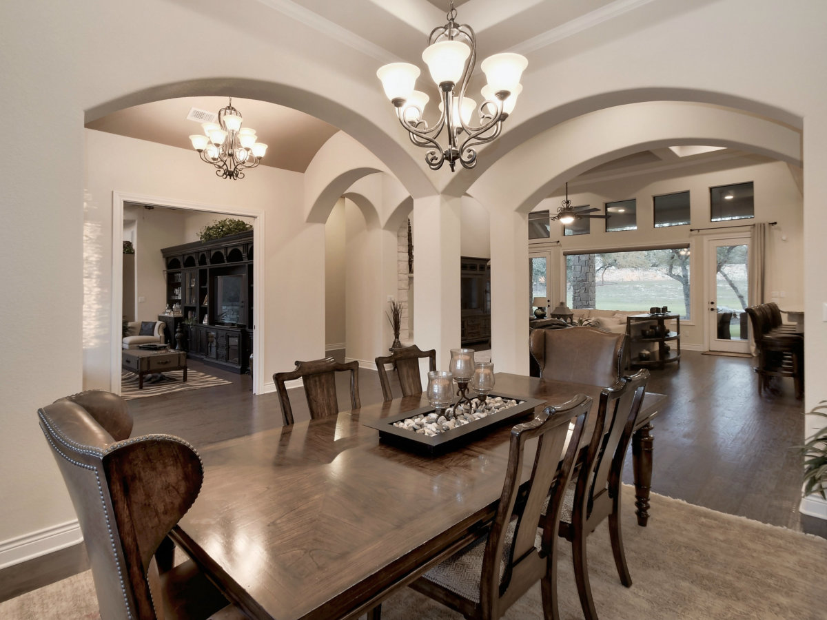 3006 Welton Cliff dining room
