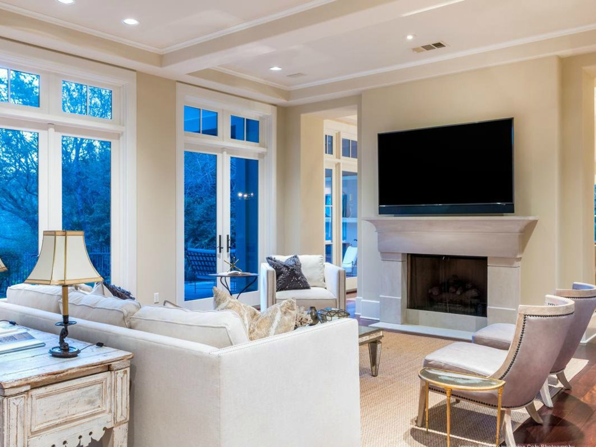 Dennis Quaid Lake Austin Living Room